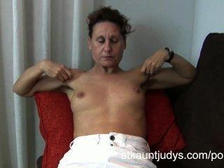 47-летний застенчивая мамаша Инге раздвигает ноги