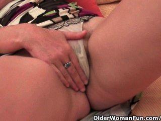 зрелые женщины с большими сиськами и волосатые киски мастурбирует