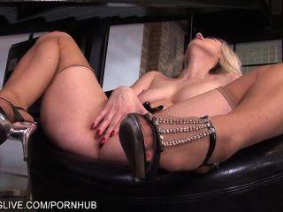 блондинка секс Goddes играет с ее мокрые киски в загар чулки