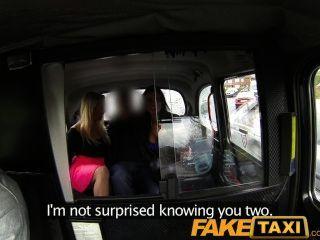 Faketaxi Таксист получает его член всасывается блондинка и брюнетка