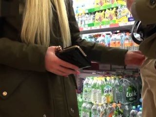 блондинка немецкий минет и ебать в супермаркете