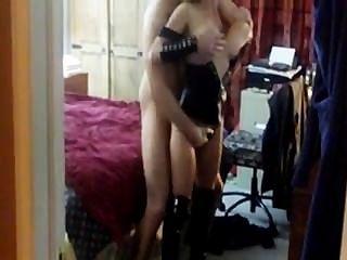 Горячая жена и муженек посещения незнакомого рогоносца