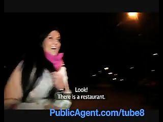 Publicagent сексуально Clair трахал меня в туалете ресторана