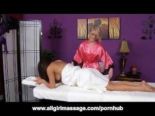 межрасовый лесбиянка массаж с золой Голливудом и Ariel розы