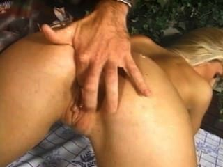 Zoe Земан - взорвать его задницу
