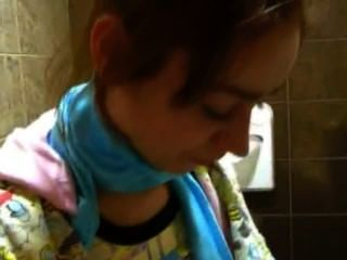 миниатюрная принцесса наташа голая в туалете
