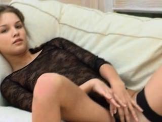 миниатюрная 18yo студентке дразнить себя на кровати