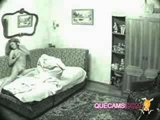 привлекательная девушка наслаждаться видеочат - сессии 9284