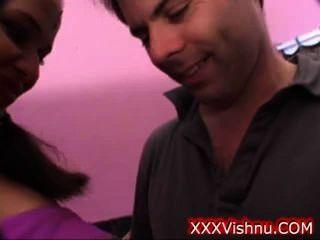плотный молодой индийский малыш имеет свой первый раз