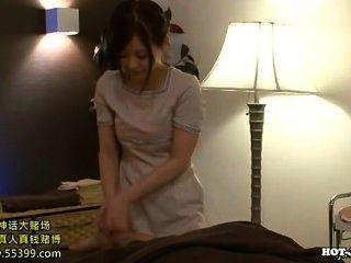 Японские девушки соблазняют горячей пожилые женщины в Kitchen.avi