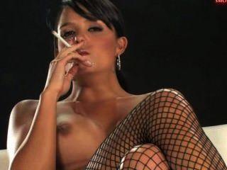 саша тростника курение и мастурбирует 4