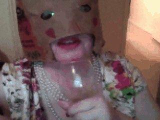 Пикси женщина Cumpilation: напитки диплом из стекла, ест сперму на продукты питания и т.д.