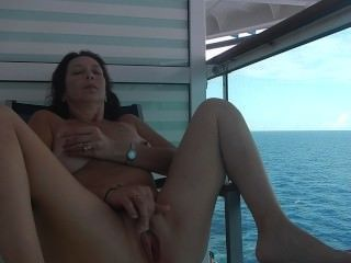 ню круиз секс на балконе