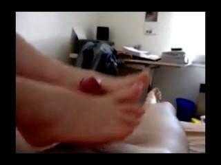 подруга получает ее Feets Cummed