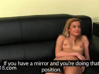 фальшивый агент совокупляться с застенчивой блондинка молодой