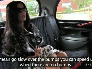 любительское жена сосать член и яйца в такси