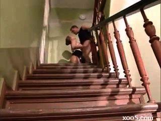 горячий немецкий зрелые трахает на лестнице