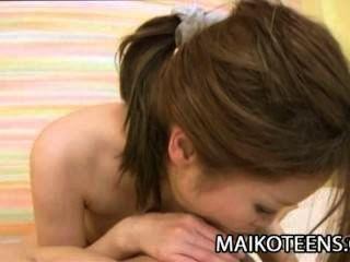 Хитоми Aoshima: дефлорация невинного японку
